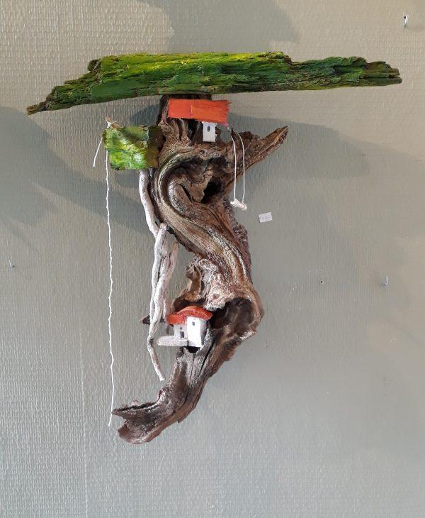 houtsculptuur boomhut