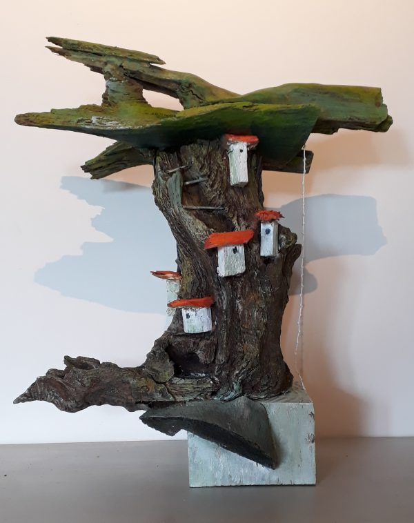 fantasieboom houtsculptuur