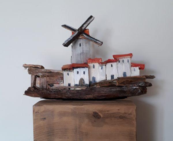 Houtsculptuur Dorpje met molen 5
